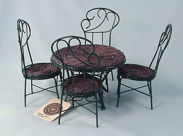 "Boyds ""Bistro Set"" - photo copyright 2010 CollectiblesRome"